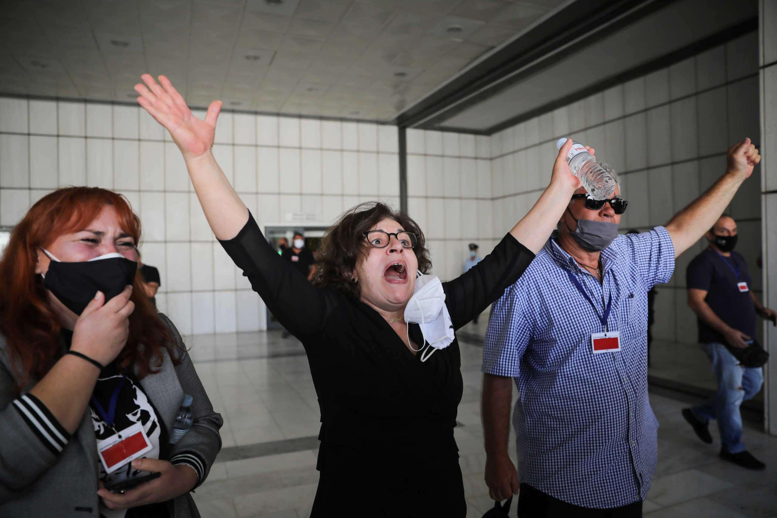 Δίκη Χρυσής Αυγής: Ιστορική απόφαση! Ένοχοι για διεύθυνση εγκληματικής οργάνωσης Μιχαλολιάκος, Κασιδιάρης και άλλοι πέντε- Ένοχος ο Ρουπακιάς για τη δολοφονία του Παύλου Φύσσα- Συγκλόνισε η Μάγδα Φύσσα- Δηλώσεις- ανακοινώσεις - Διαρκής ενημέρωση (BINTEO)
